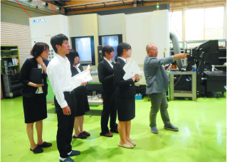Students from outside the prefecture come to see how we create things
